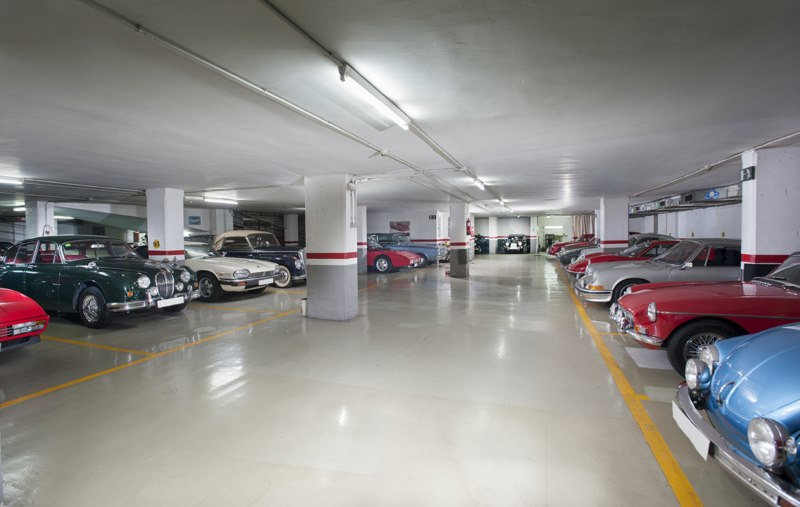 Parking para cl sicos en barcelona for Garajes para carros